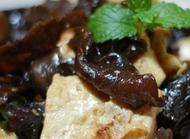 适宜孕妇的东北菜:木耳炒豆腐